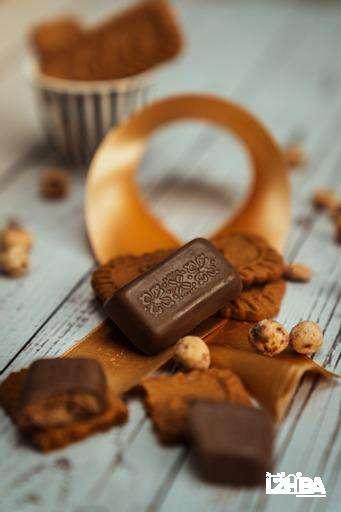 Lotus – Brown Chocolate