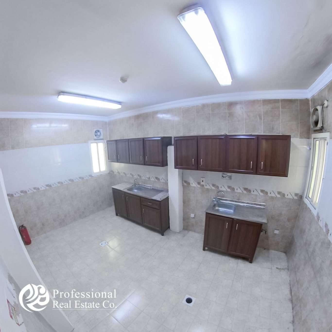 Unfurnished, 5 Bedroom Apartment in Umm Ghuwailina